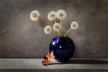 Pluizenbollen in een vaasje van Corinne Welp