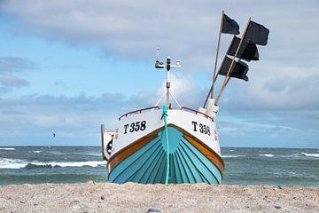 Fischerboot am Strand von Cold Hawaii von Danny Tchi Photography