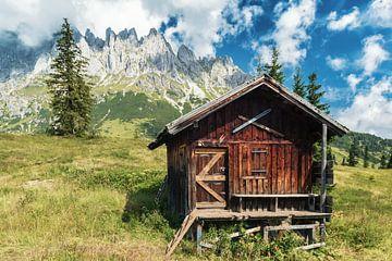 Berghut in Oostenrijk van Ilya Korzelius