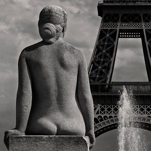 Paris Mon Amour | The lady is watching Mr. Eiffel...