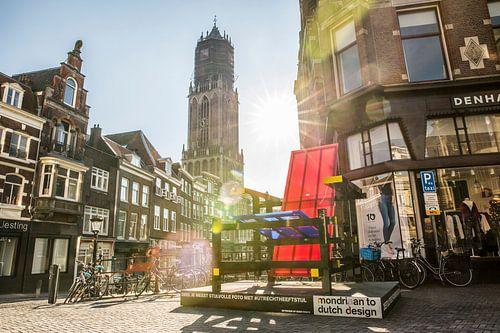 Opkomende zon achter de Utrechtse Domtoren van