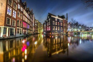 Amsterdam oudezijds voorburgwal by night van Marc Hollenberg