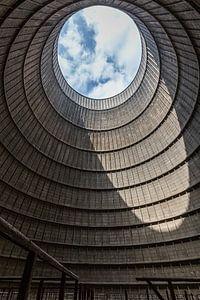 Lichtinval in een koeltoren van Sven van der Kooi