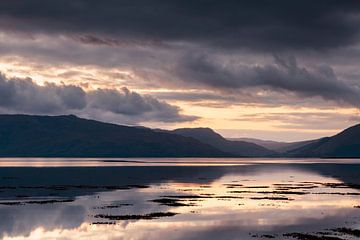 Zonsondergang in Schotland sur Ton Drijfhamer