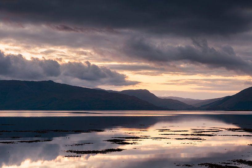Zonsondergang in Schotland van Ton Drijfhamer