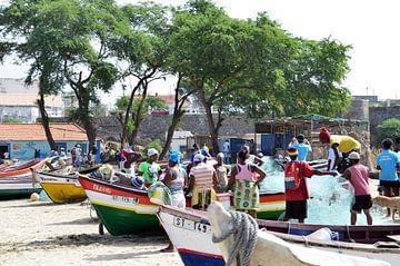 Vissersboten Taraffal, Santiago, Kaapverdische eilanden van Greetje Dijkstra