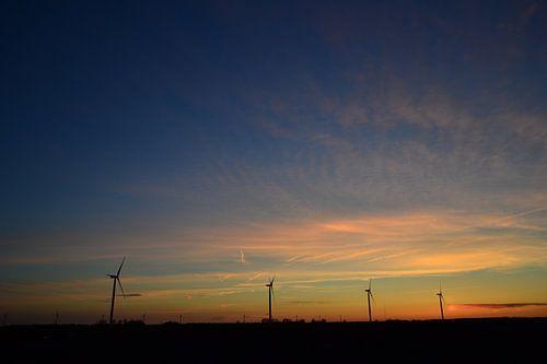 zonsondergan windmolen flevoland Nederland