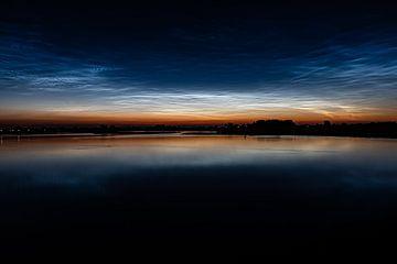 Lichtende nachtwolken von Richard de Bruin