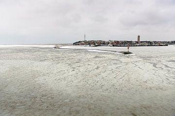 Winterse Waddenzee en haven Terschelling van Gerard Roos