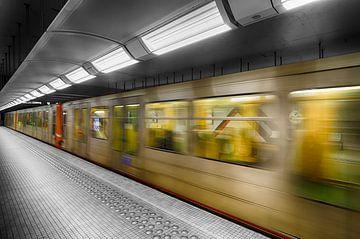 Metro in kleur van Mark Bolijn