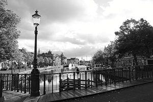 Haarlem Zicht op het Spaarne vanaf de brug met Straatlamp