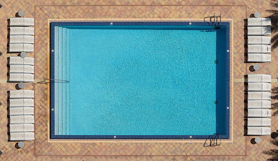 Pool in birds eye view von Mark den Hartog