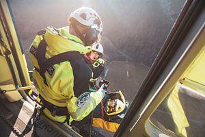 EC.135 in actie  boven de Zwisterse Alpen tijdens een reddingsoefening op een koude januari ochtend van Jimmy van Drunen