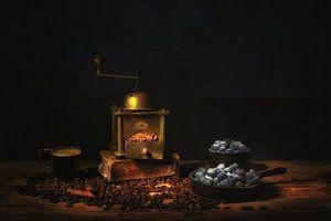 Stilleven met koffie en bosbessen. van Saskia Dingemans