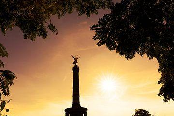 Overwinningskolom Berlijn bij zonsondergang