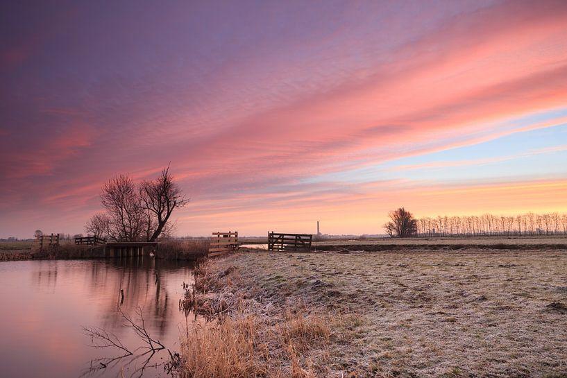 Zonsopkomst in polder de Nes van Frans Batenburg