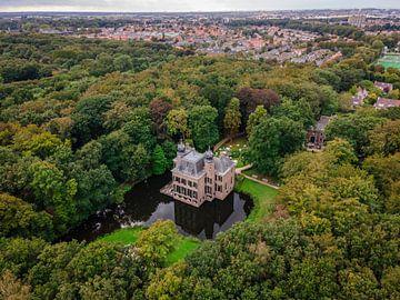 Landgoed Kasteel Oud-Poelgeest vanuit de lucht (drone). van Claudio Duarte