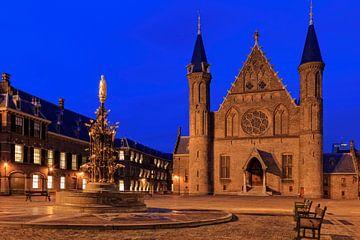 avondopname van de Ridderzaal op het Binnenhof in Den Haag van