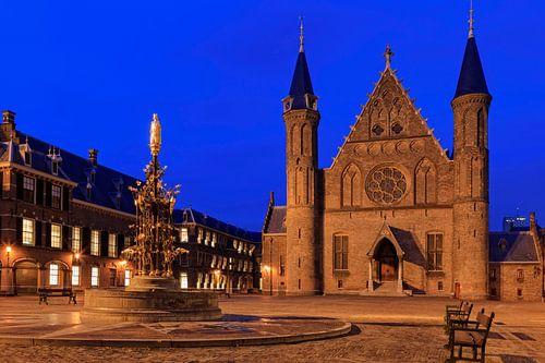 avondopname van de Ridderzaal op het Binnenhof in Den Haag van gaps photography