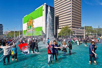 Party in den Hofplein Brunnen nach dem Gewinn Meisterschaftsspiel Feyenoord!