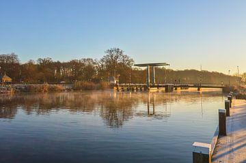 Oude ophaalbrug over de Oude IJssel bij zonsopkomst