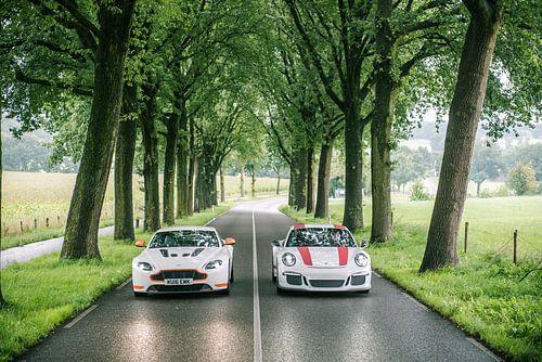 Porsche 911 R vs. Aston Martin V12 S van