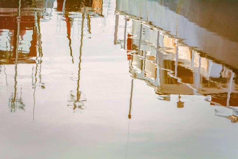 Boote spieleln sich im Wasser von Edith Albuschat