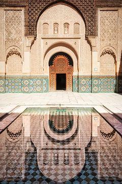 De Ben Youssef Madrasa koranschool in Marrakech, Marokko. Een prachtig voorbeeld van  islamitische a van Bas Meelker