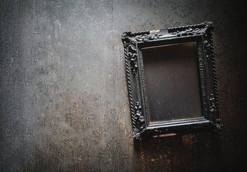 Brennender Rahmen an der Wand.