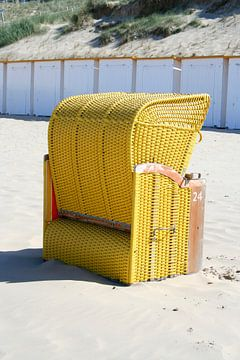 Lazy Legs on the Beach van Karin Hendriks Fotografie