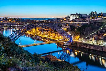 Oude binnenstad van Porto, Portugal van Peter Schickert