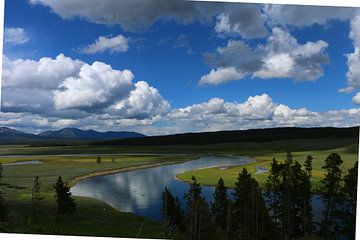 Wolkenhimmel über Yellowstone River van Christiane Schulze