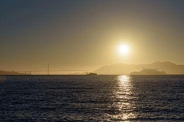 Zonsondergang boven San Francisco baai, Golden Gate en Alcatraz van Arjen Tjallema