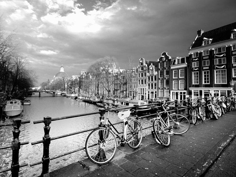 Urban / Street scene  Amsterdam (zwart-wit) van Rob Blok
