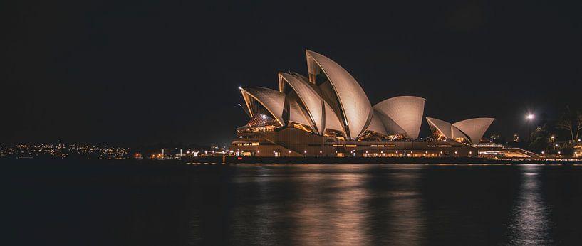 Panorama Sydney Opera House by night van Eveline Dekkers
