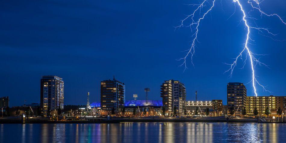 Stadion Feyenoord met onweer 11