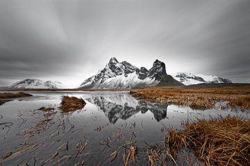 Bergketen met reflectie in IJsland van Ralf Lehmann