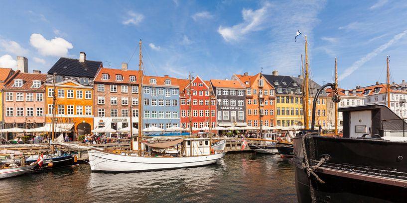 Nyhavn in Kopenhagen van Werner Dieterich