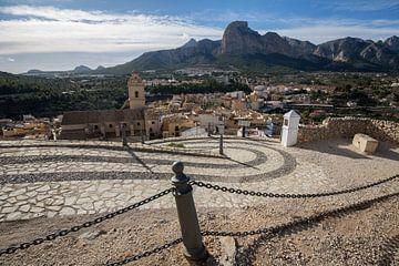 Dorpje Polop op de bergen in Alicante, Spanje van Joost Adriaanse
