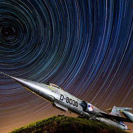 Star Trails vs. Starfighter van Marc Hederik