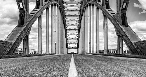 Oude IJsselbrug over de IJssel tussen Zwolle en Hattem