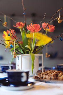 Ostern Frühstück Blumen in Vase von Jonai