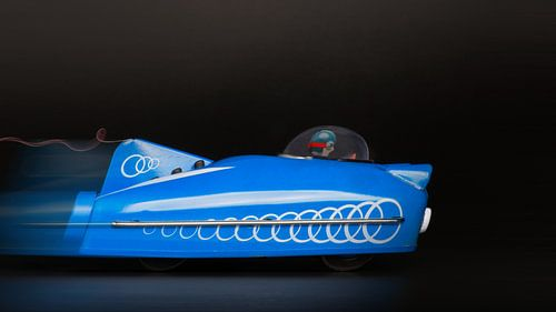 blauwe racewagen  - 1171 van Rudy Umans
