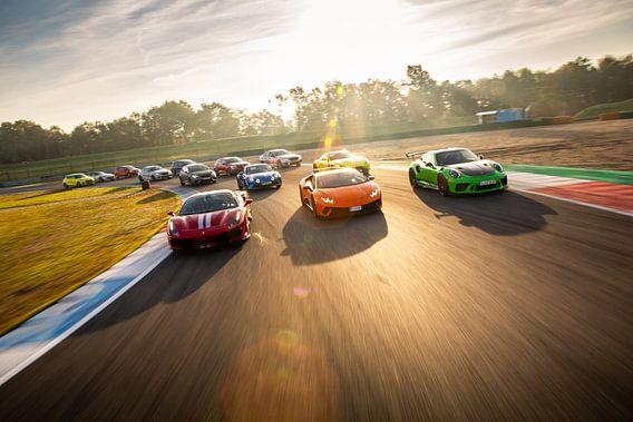 Optocht van supercars - Aston Martin - Porsche - Lamborghini - Ferrari