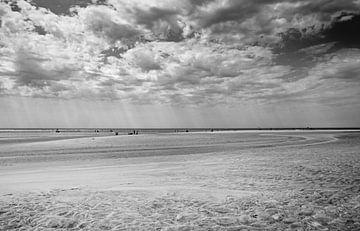 Het strand bij Le Veillon van Hans Heemsbergen