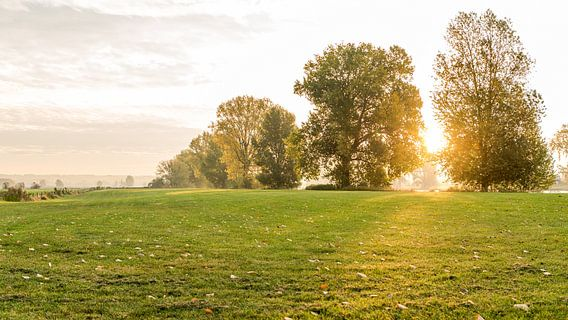 Heumen, zonsopkomst in de herfst van Hans van Wijk