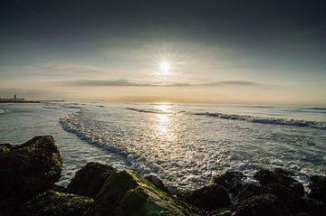 Mooie zonsondergang aan het strand