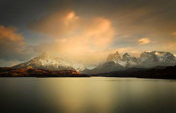 Paine bergketen in Chileens Patagonië bij zonsopkomst van
