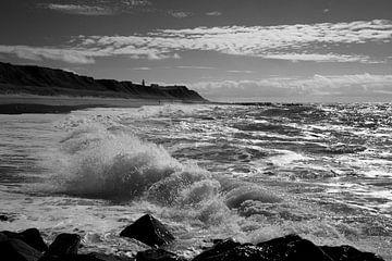 Schlagende Wellen am Strand von Wytze Plantenga