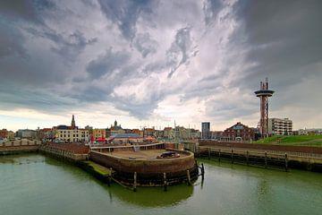 Dreigende wolken boven Vlissingen van Anton de Zeeuw